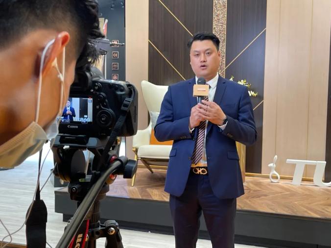 德华兔宝宝家居公司总经理沈怡强先生接受采访